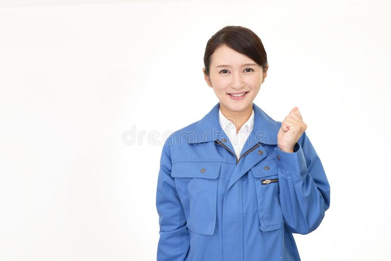 Χαμογελώντας γυναίκα εργαζόμενος στοκ εικόνες