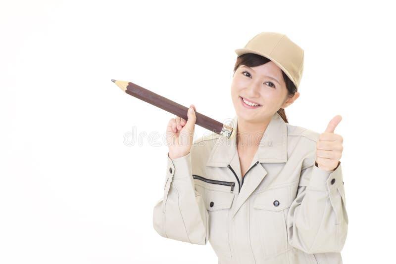Χαμογελώντας γυναίκα εργαζόμενος στοκ φωτογραφίες