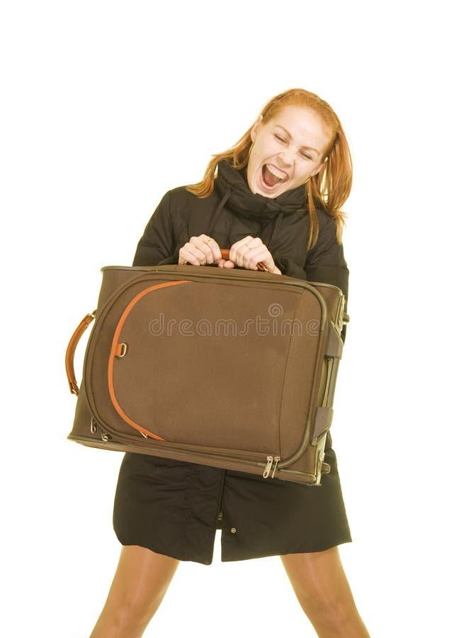 Χαμογελώντας γυναίκα με μια βαλίτσα στοκ εικόνα