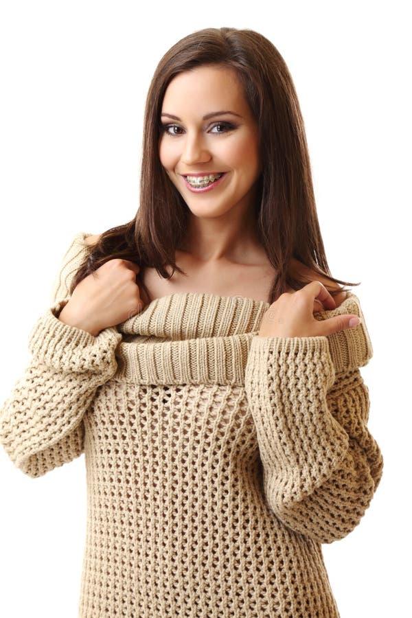 χαμογελώντας γυναίκα brunette &si στοκ φωτογραφίες