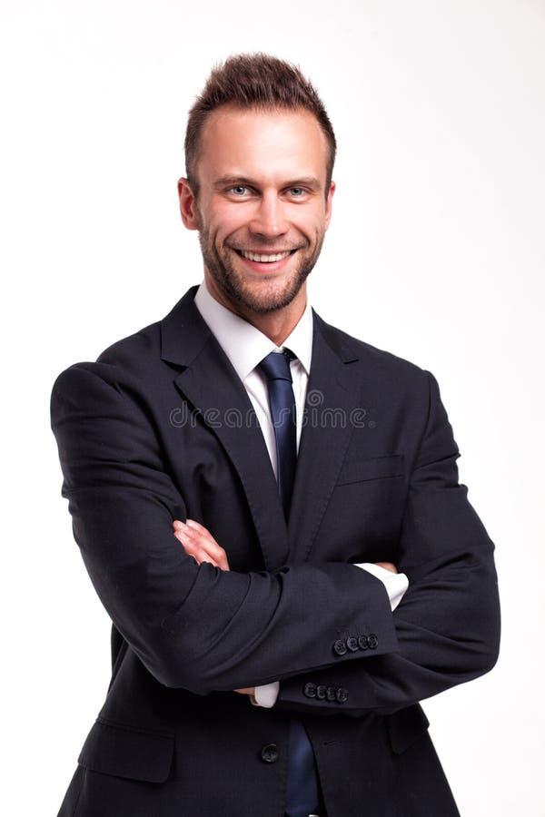 Χαμογελώντας επιχειρηματίας πέρα από ένα άσπρο υπόβαθρο στοκ εικόνα με δικαίωμα ελεύθερης χρήσης