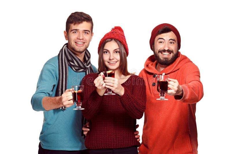 Χαμογελώντας Ευρωπαίοι άνδρες και γυναίκες κατά τη διάρκεια του κόμματος photoshoot στοκ εικόνα