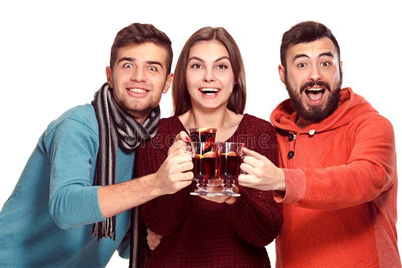 Χαμογελώντας Ευρωπαίοι άνδρες και γυναίκες κατά τη διάρκεια του κόμματος photoshoot στοκ φωτογραφία με δικαίωμα ελεύθερης χρήσης