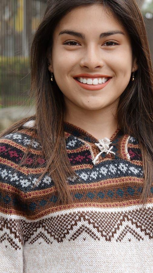 Χαμογελώντας θηλυκός νεαρός μειονότητας στοκ φωτογραφίες