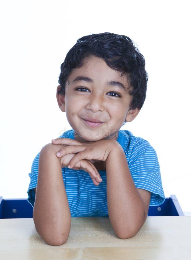 χαμογελώντας μικρό παιδί π& στοκ εικόνα