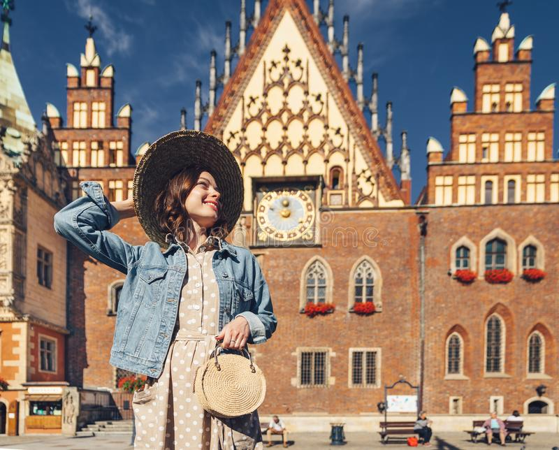 Χαμογελώντας νέα γυναίκα στην Πολωνία στοκ εικόνα με δικαίωμα ελεύθερης χρήσης