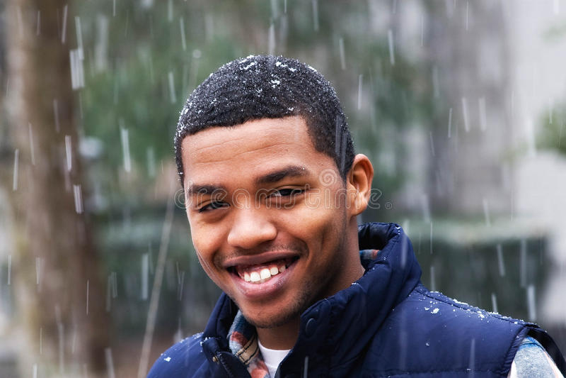 χαμογελώντας νεολαίες ατόμων στοκ εικόνα με δικαίωμα ελεύθερης χρήσης