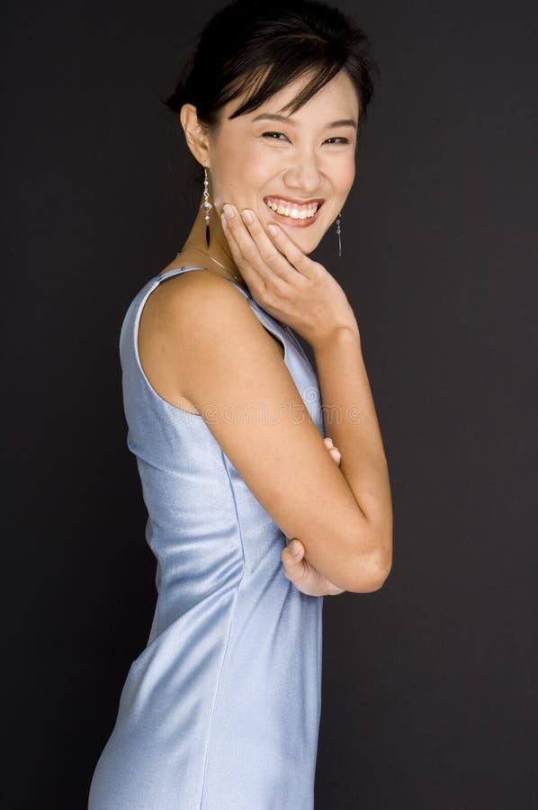 Χαμογελώντας όμορφη γυναίκα στοκ εικόνες
