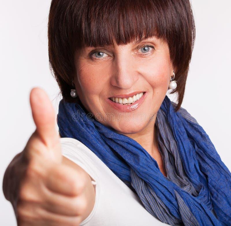 Χαμογελώντας ώριμη γυναίκα στοκ εικόνες με δικαίωμα ελεύθερης χρήσης