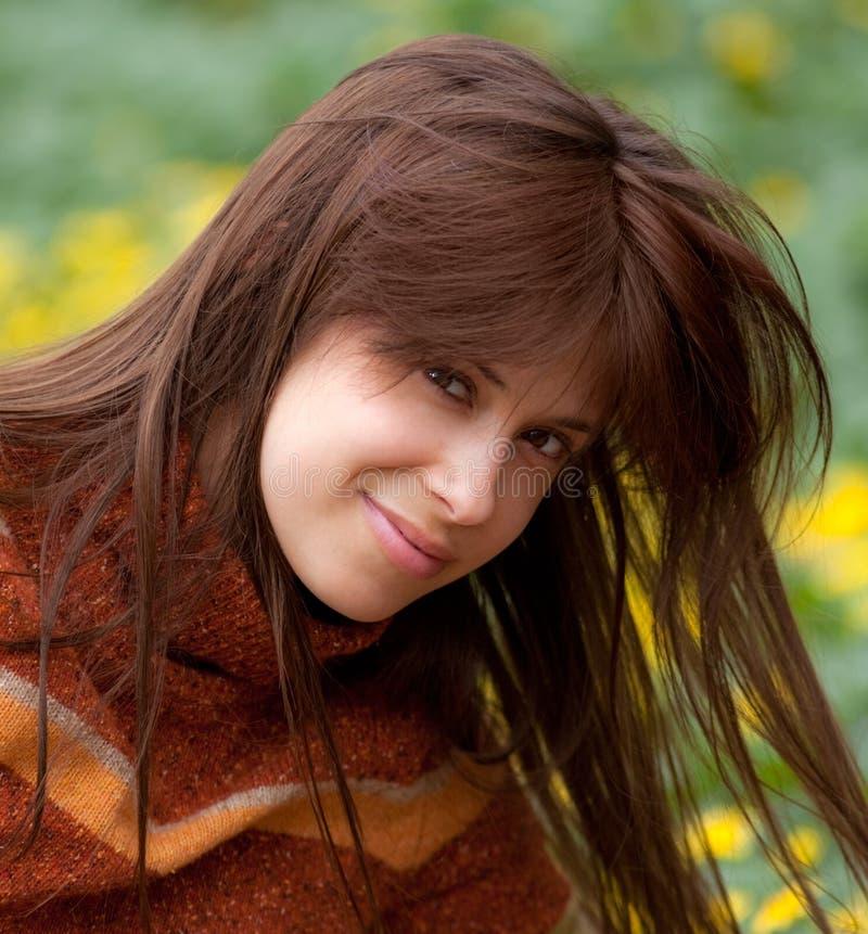 χαμογελώντας turtleneck γυναίκα στοκ εικόνα