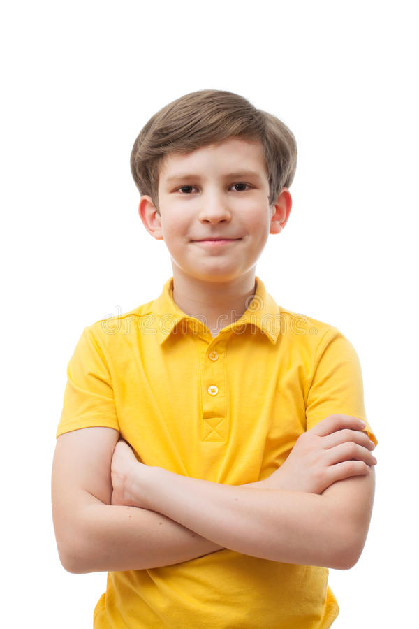 Χαμογελώντας αγόρι σε μια κίτρινη μπλούζα στοκ φωτογραφία με δικαίωμα ελεύθερης χρήσης