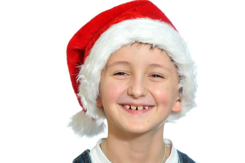 Χαμογελώντας αγόρι στο κόκκινο καπέλο Santa στοκ φωτογραφίες