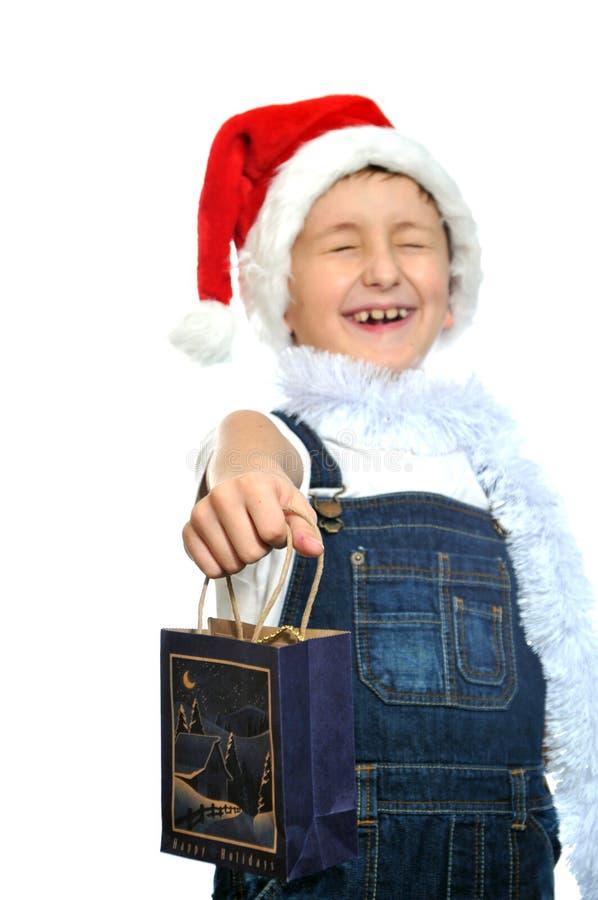 Χαμογελώντας αγόρι στο κόκκινο καπέλο Santa στοκ εικόνες