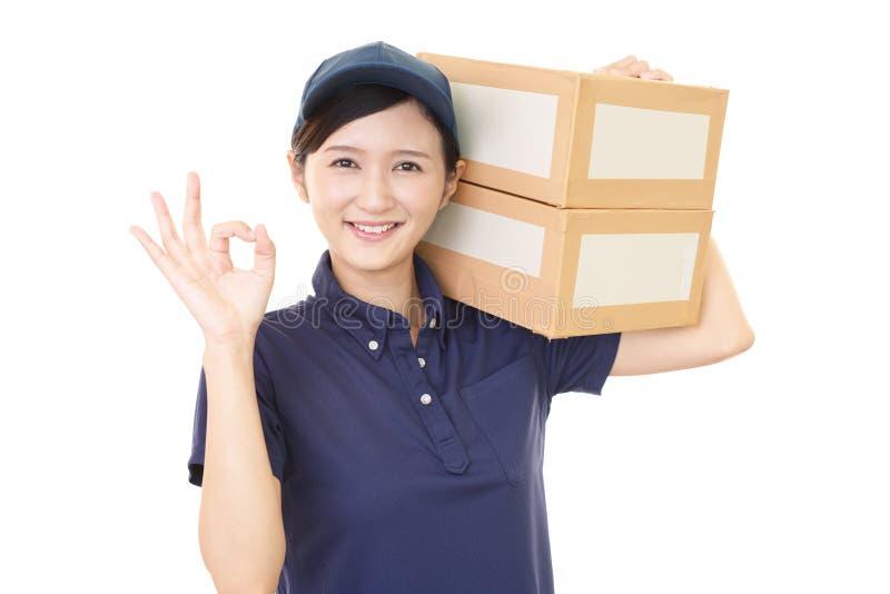 Χαμογελώντας γυναίκα εργαζόμενος στοκ εικόνα με δικαίωμα ελεύθερης χρήσης