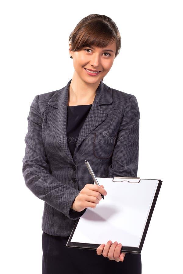 Χαμογελώντας γυναίκα με την προσφορά περιοχών αποκομμάτων να υπογραφεί η σύμβαση στοκ εικόνες