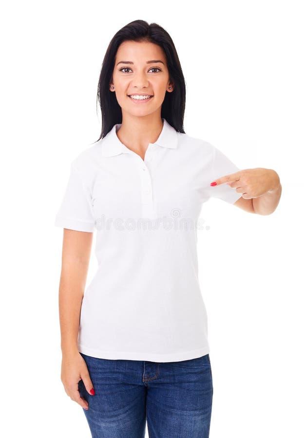 Χαμογελώντας γυναίκα που παρουσιάζει κενό copyspace στοκ φωτογραφίες