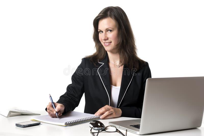 Χαμογελώντας επιχειρηματίας που γράφει κάτι στοκ εικόνα με δικαίωμα ελεύθερης χρήσης