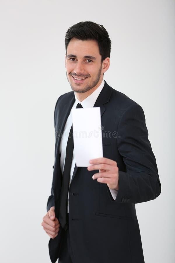 Χαμογελώντας επιχειρηματίας που το κενό έγγραφο στοκ φωτογραφίες με δικαίωμα ελεύθερης χρήσης