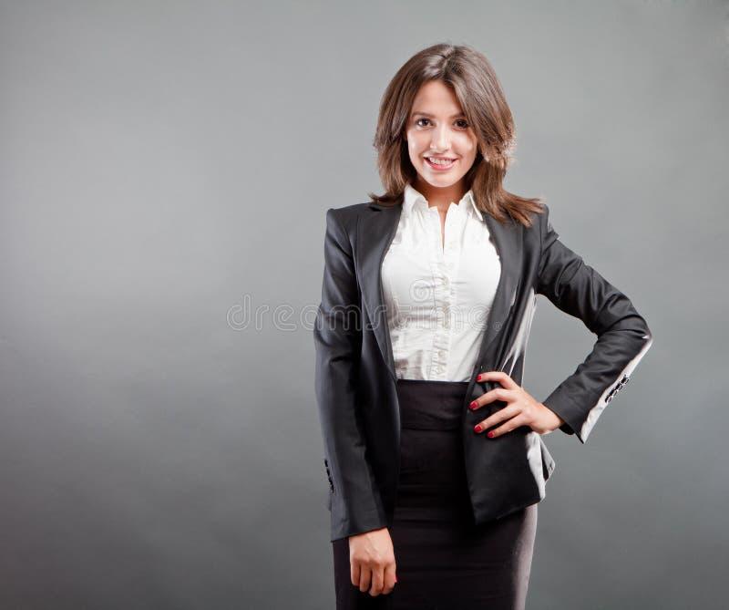Χαμογελώντας επιχειρησιακή γυναίκα στοκ φωτογραφίες