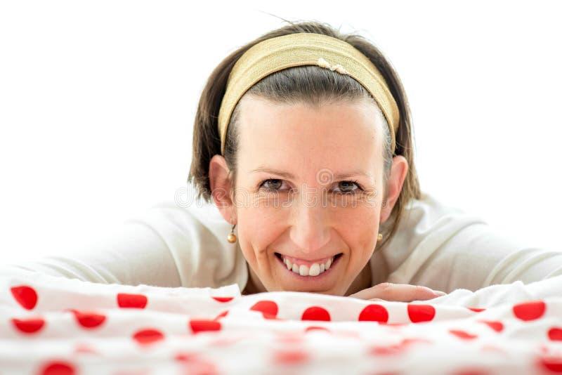 Χαμογελώντας ευτυχής ελκυστική γυναίκα στοκ φωτογραφίες με δικαίωμα ελεύθερης χρήσης