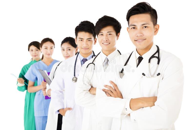 Χαμογελώντας ιατρική ομάδα που απομονώνεται στο άσπρο υπόβαθρο στοκ εικόνες