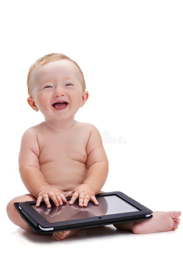 Χαμογελώντας μωρό που κρατά μια ταμπλέτα στοκ φωτογραφίες με δικαίωμα ελεύθερης χρήσης
