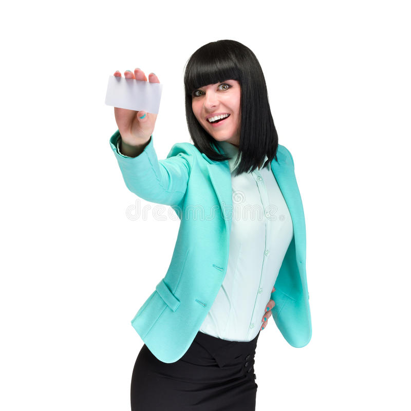 Χαμογελώντας νέα επιχειρησιακή γυναίκα που παρουσιάζει κενή κάρτα στοκ εικόνες