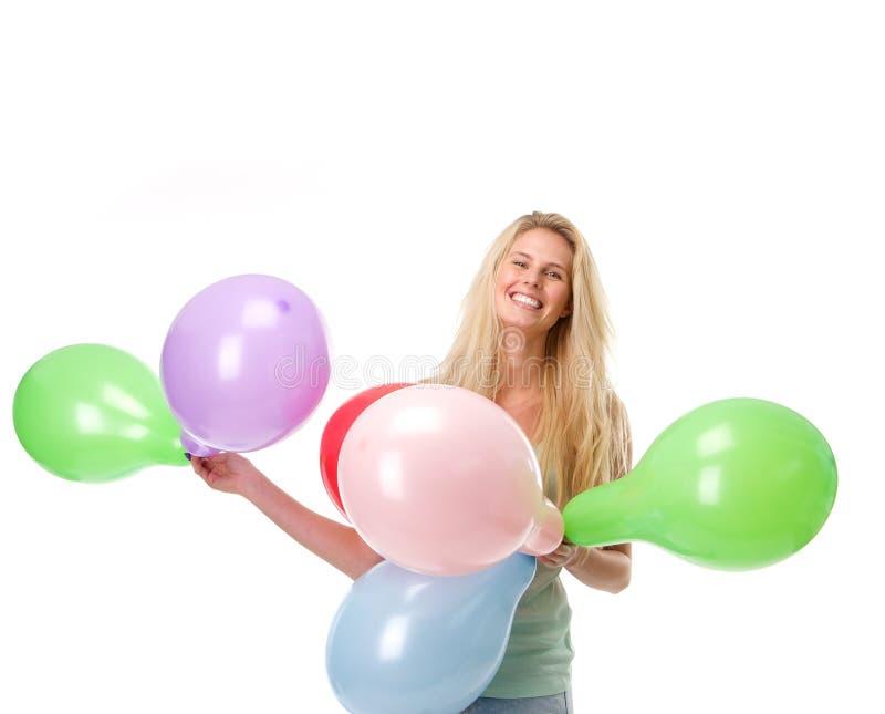 Χαμογελώντας νέα μπαλόνια εκμετάλλευσης γυναικών στοκ φωτογραφία