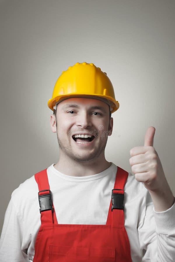 Χαμογελώντας νέος εργαζόμενος στοκ εικόνες