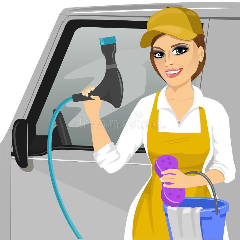 Χαμογελώντας νέο κορίτσι με ένα σαπωνώδεις σφουγγάρι και μια μάνικα για να πλύνει ένα αυτοκίνητο απεικόνιση αποθεμάτων