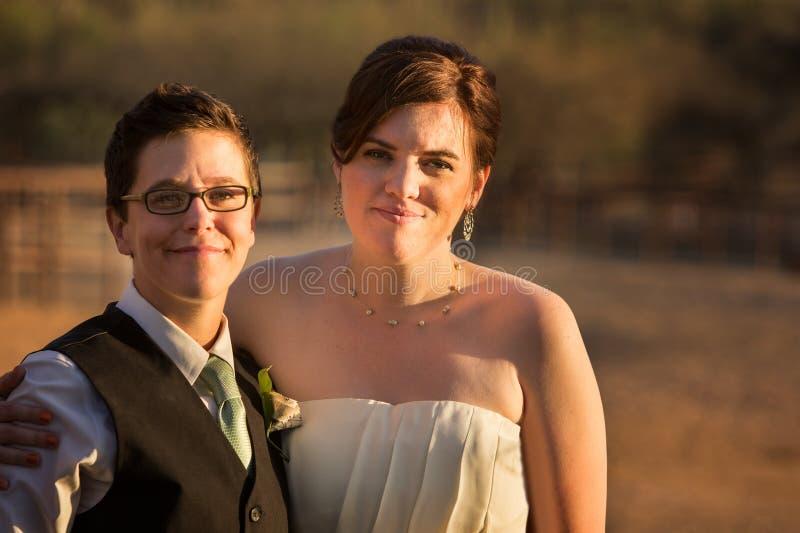 Χαμογελώντας ομοφυλοφιλικό ζεύγος στοκ φωτογραφίες