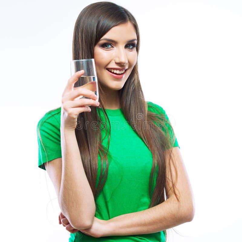 Χαμογελώντας ποτό γυαλιού νερού γυναικών. στοκ φωτογραφία με δικαίωμα ελεύθερης χρήσης