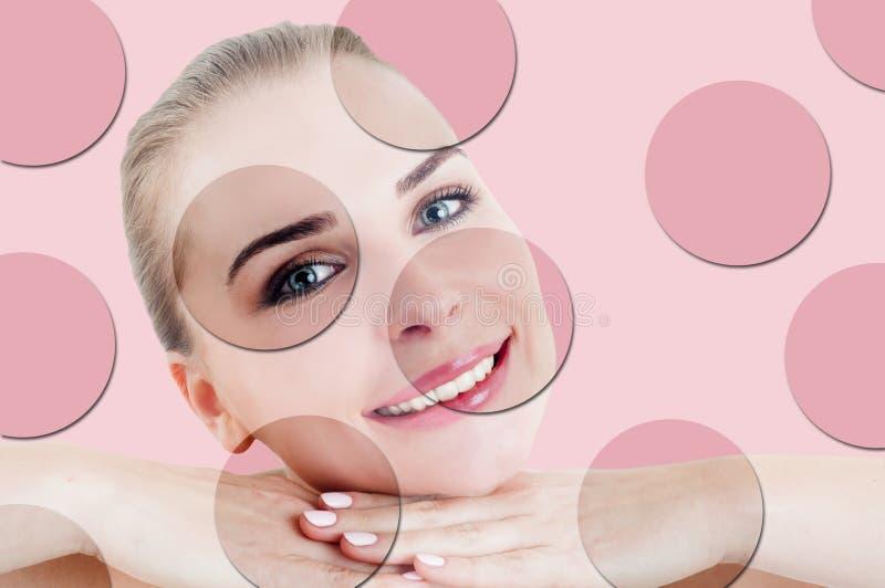 Χαμογελώντας όμορφο θηλυκό με το ομαλό δέρμα και makeup στοκ φωτογραφία με δικαίωμα ελεύθερης χρήσης