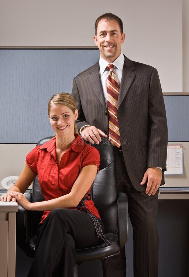 Download χαμόγελο επιχειρηματιών στοκ εικόνες. εικόνα από μοιχαλίδα - 17052982