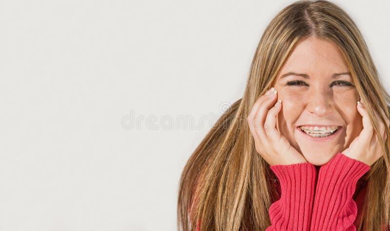 χαμόγελο κοριτσιών εφηβ&io στοκ εικόνες