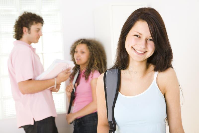 χαμόγελο μαθητριών στοκ φωτογραφία με δικαίωμα ελεύθερης χρήσης