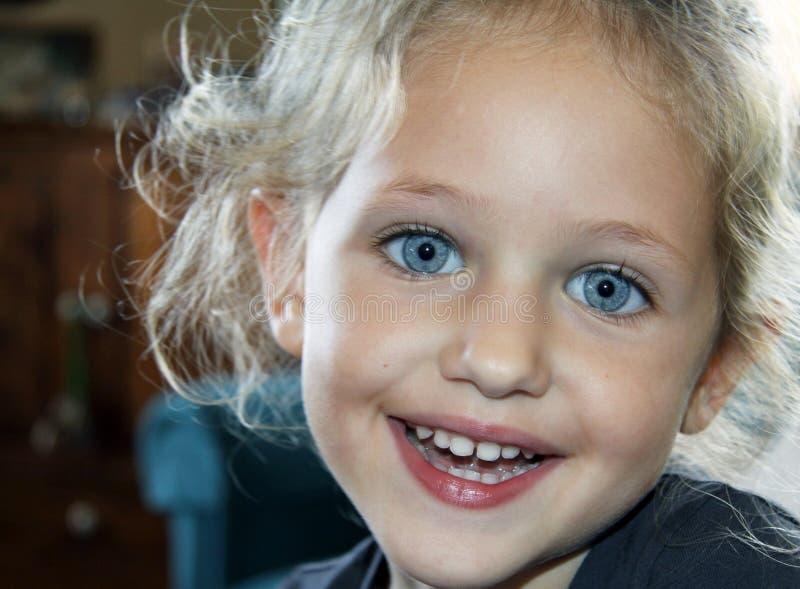 χαμόγελο πορτρέτου παιδ&i στοκ φωτογραφία