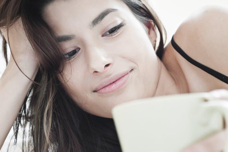χαμόγελο πρωινού καφέ στοκ φωτογραφία