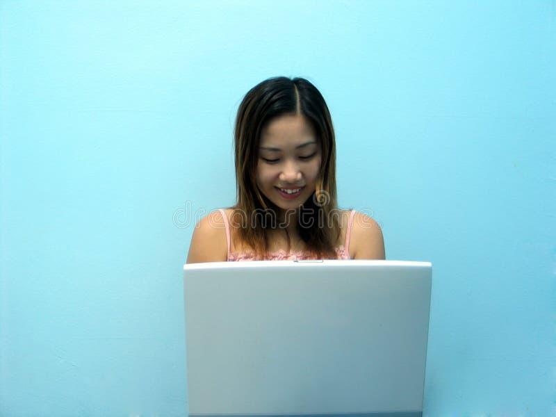 χαμόγελο σημειωματάριων στοκ φωτογραφία με δικαίωμα ελεύθερης χρήσης