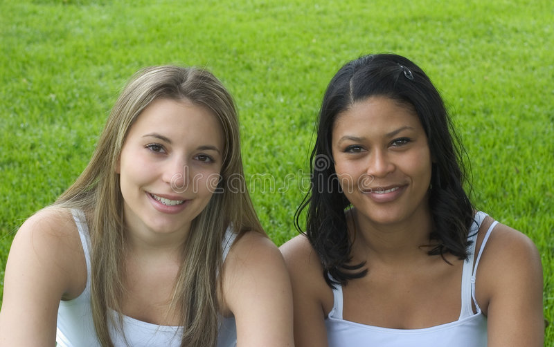 χαμόγελο φίλων στοκ εικόνα με δικαίωμα ελεύθερης χρήσης