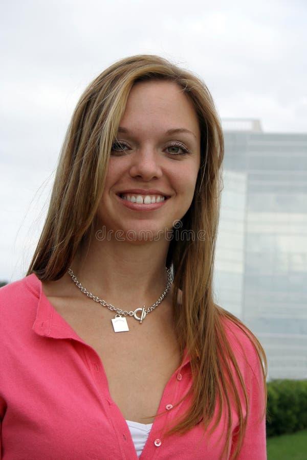 Download Χαμόγελο στοκ εικόνα. εικόνα από ακτινοβόλος, τέλειος, πανέμορφος - 396069