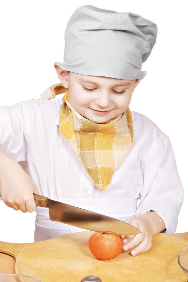 Χαμόγελο λίγης τέμνουσας ντομάτας μαγείρων στοκ φωτογραφίες με δικαίωμα ελεύθερης χρήσης