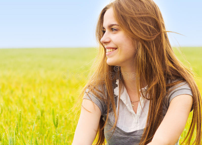 χαμόγελο κοριτσιών εφηβικό στοκ φωτογραφία με δικαίωμα ελεύθερης χρήσης