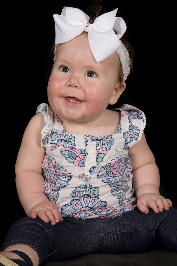 Χαμόγελο που κοιτάζει στην πλευρά στοκ εικόνα με δικαίωμα ελεύθερης χρήσης