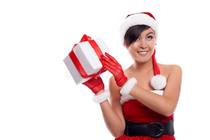 Χαμόγελο δώρων Χριστουγέννων εκμετάλλευσης γυναικών Χριστουγέννων καπέλων Santa στοκ φωτογραφίες με δικαίωμα ελεύθερης χρήσης