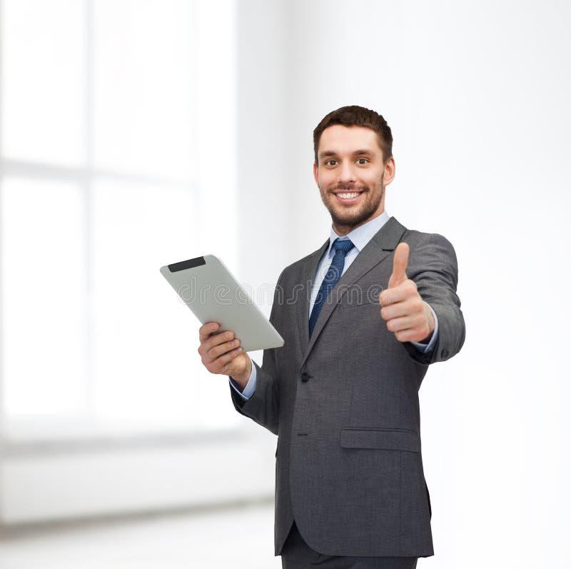 Χαμόγελο buisnessman με τον υπολογιστή PC ταμπλετών στοκ εικόνα με δικαίωμα ελεύθερης χρήσης