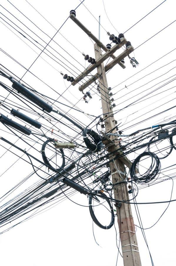 Χαοτική σύγχυση των καλωδίων στην ηλεκτρική θέση στοκ φωτογραφία με δικαίωμα ελεύθερης χρήσης