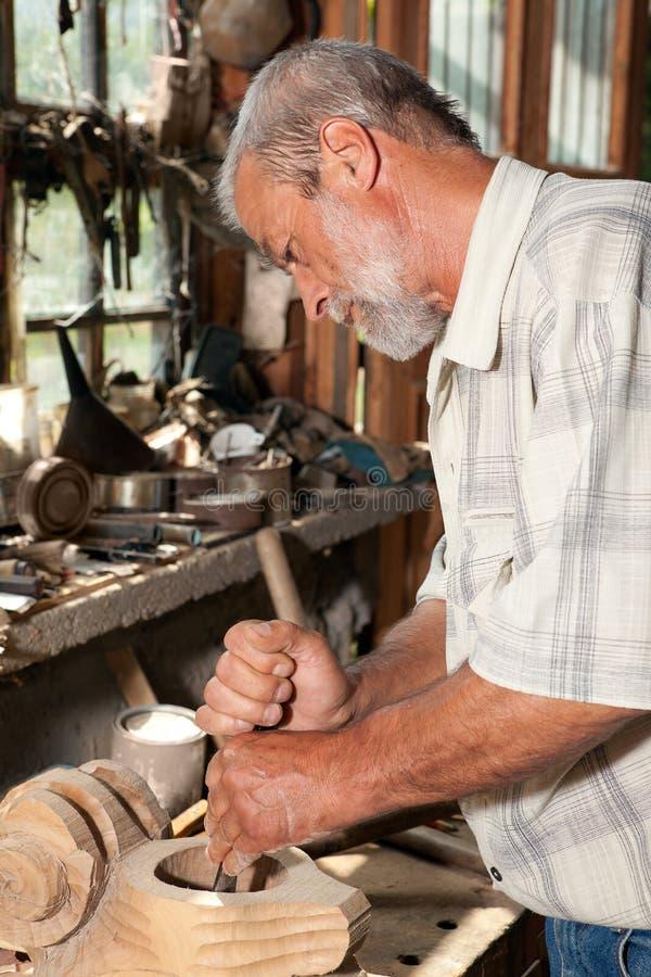 Χαράζοντας ξυλουργός στοκ φωτογραφία