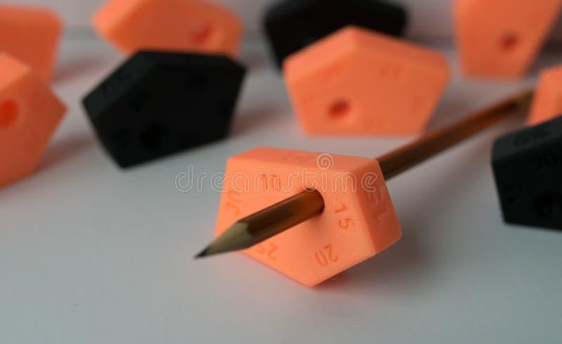 Χαράζοντας το εργαλείο που γίνεται από το τρισδιάστατο μολύβι εκτυπωτών και χρώματος, τέχνη, γραφέας, εργαλείο, σχέδιο, raphic, δ στοκ φωτογραφία