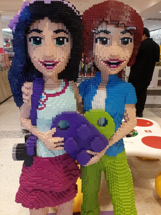 Χαρακτήρες που γίνονται ανθρώπινοι με τους φραγμούς Lego στοκ φωτογραφία με δικαίωμα ελεύθερης χρήσης